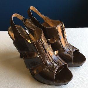 Carlos Santana brown zip front platform heels sz 9